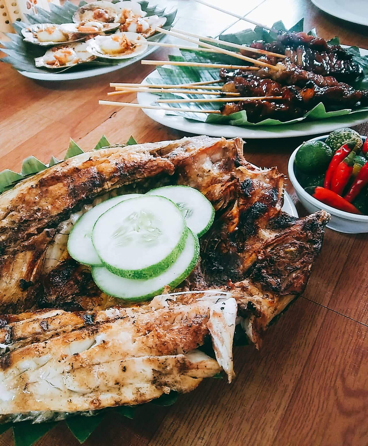 A picture of a delicious grilled bangus, barbeque, and seafood